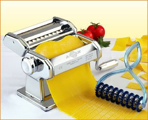 Atlas pasta maker with hand cutting tool